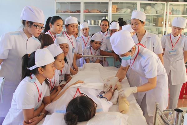 Học Cao đẳng Điều dưỡng và những thông tin thí sinh cần nắm